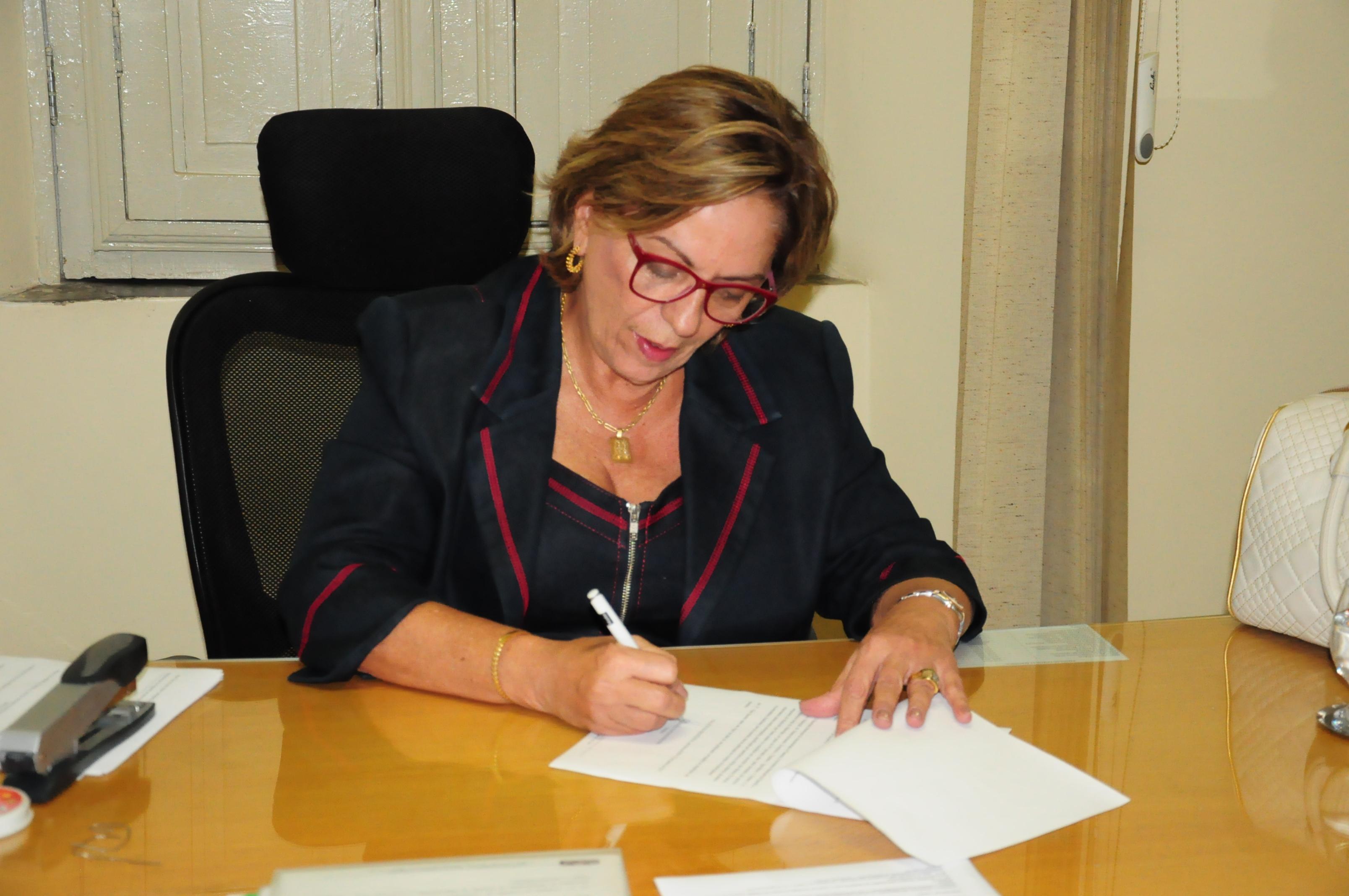 foto prefeita Rosalba decreto
