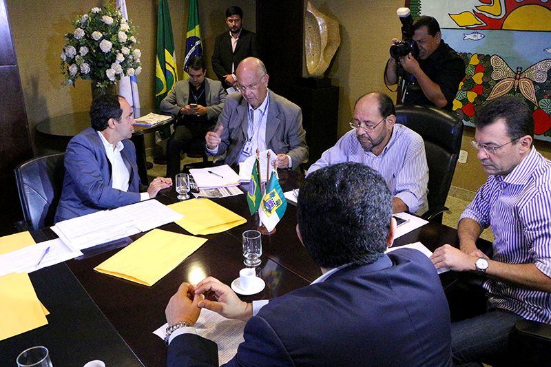 projetos para equilibrar finanças entregues na AL_Demis Roussos (2)