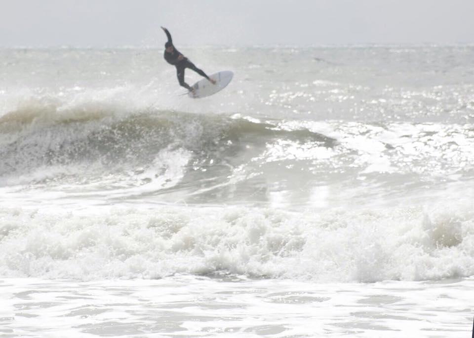 Cada surfe de Francisco José Junior era motivo de piadas. A viagem da prefeita é um silêncio sem graça