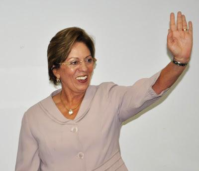 Rosalba-acenando-Marlio