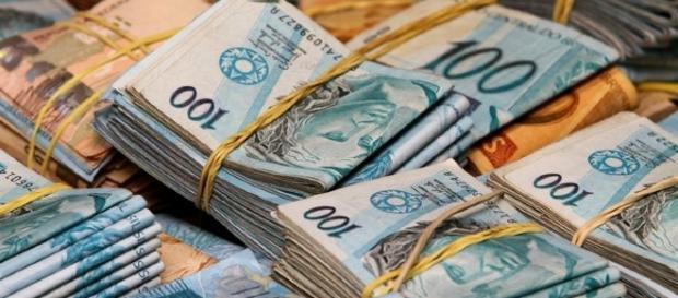 cedulas-de-dinheiro-real-moeda-brasileira_1022821