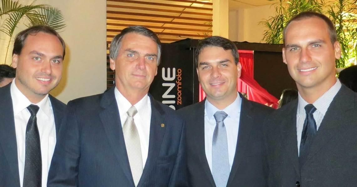 Bolsonaro e filhos políticos se envolvem em constantes polêmicas nas redes sociais