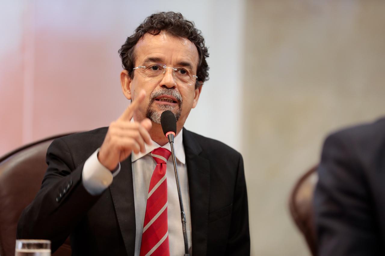 Fernando Mineiro tentou garantir devolução de sobras orçamentárias