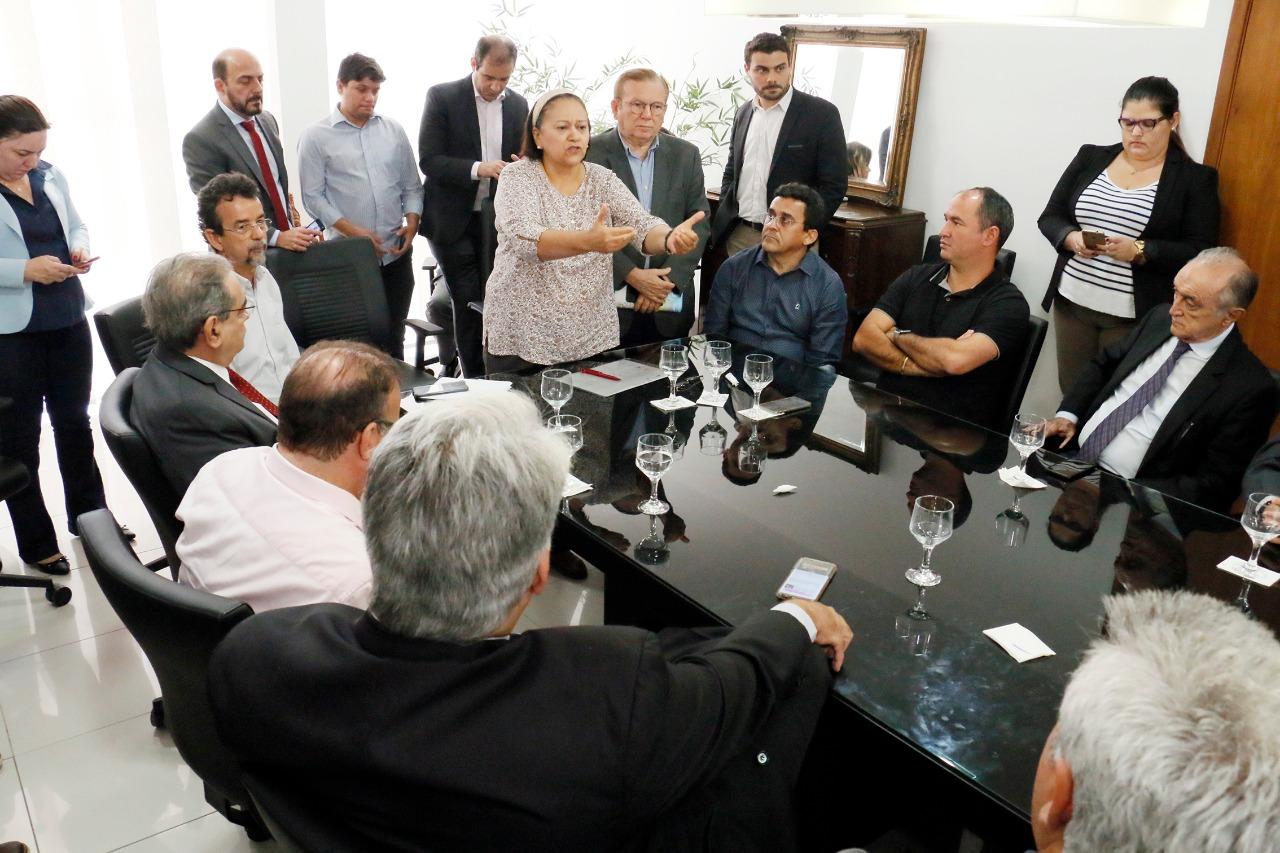Resultado de imagem para fotos da governadora fatima bezerra com prefeitos ontem