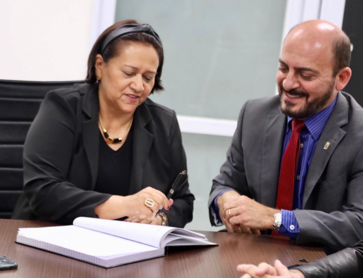Resultado de imagem para imagens da governadora fatima com seu vice antenor
